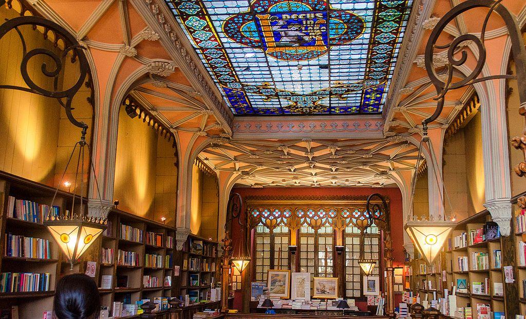 Lello_&_Irmão_Bookstore,_Oporto_(16758890010) 3