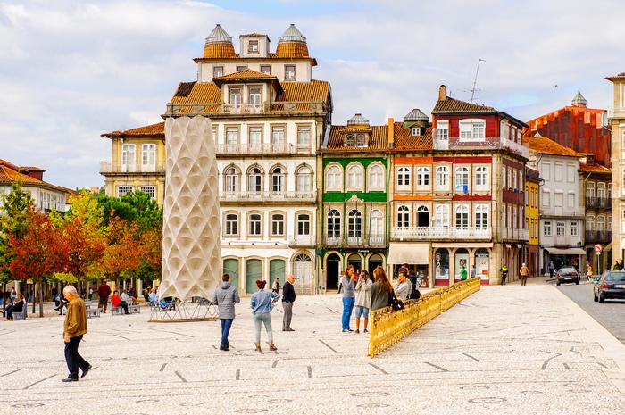 Arquitectura de Guimaraes, Portugal ©iStock, Siempreverde22