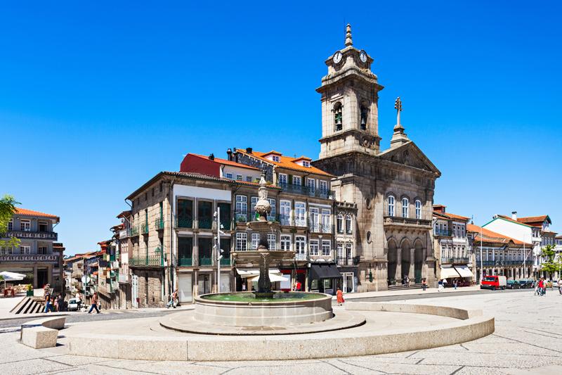 Toural Square, Guimaraes ©iStock, saiko3p